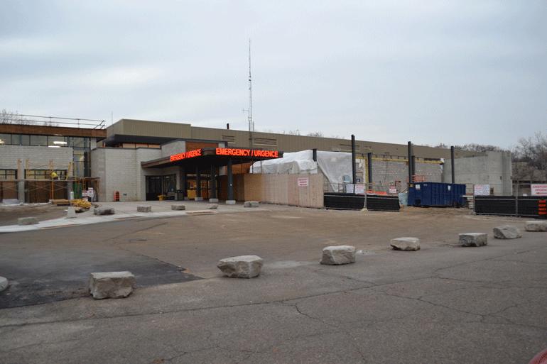 La troisième phase de construction débute à la salle d'urgence de l'HGBG